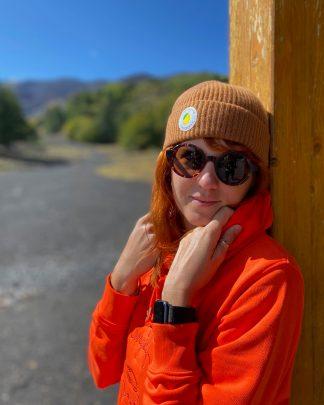 girl wearing caramel pure cashmere beanie