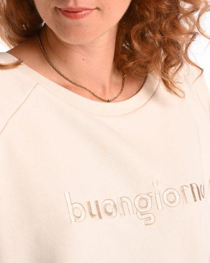 detal kremowej bluzy buongiorno